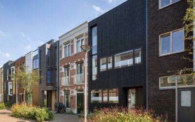 Tussenwoning met watervaltrap, Coendersbuurt, Delft gepubliceerd